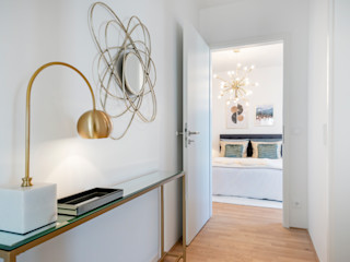 Cornelia Augustin Home Staging 모던스타일 복도, 현관 & 계단