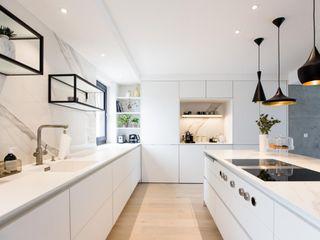 Haus ESP BPLUSARCHITEKTUR Moderne Küchen