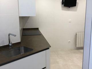 Reforma integral de cocina y galería en Valencia Studeco World SL Cocinas integrales Blanco