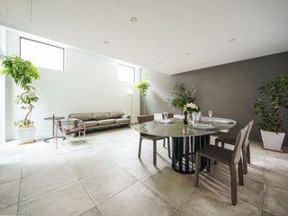 TERAJIMA ARCHITECTS/テラジマアーキテクツ Salas de jantar modernas Bege