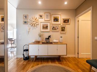 ShiStudio Interior Design Modern corridor, hallway & stairs