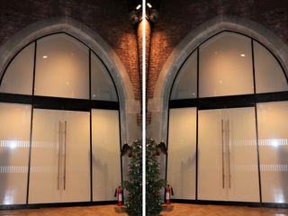 Oversized glass screens Ion Glass Minimalist museums Glass