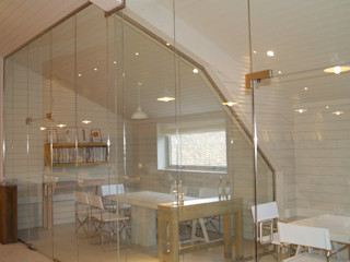 Frameless glass for contemporary offices Ion Glass Minimalist office buildings Glass