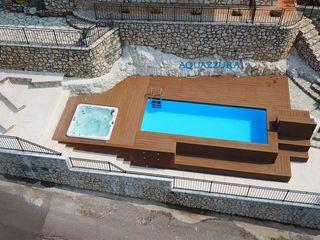 Piscina fuori terra su misura, rivestita in legno o WPC (materiale che non ha bisogno di manutenzione) completa di accessori come solarium, pedane o gradinate. Aquazzura Piscine Giardino con piscina