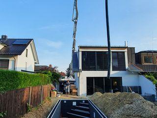 Gartenprojekt mit Biopool Teichbau München Moderne Pools Grau