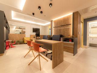 MoronCavallete - soluções em arquitetura Кабинеты врачей в стиле модерн
