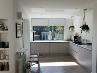 Leyton, frameless sliding glass doors and window. Creating a modern new look for the home while allowing plenty of natural light into the space Glass Structures Limited Стеклянные двери