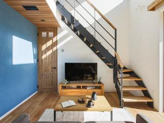 ナイトウタカシ建築設計事務所 Living room Solid Wood Blue