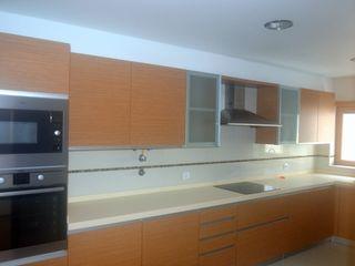 Marvic Projectos e Contrução Civil 現代廚房設計點子、靈感&圖片