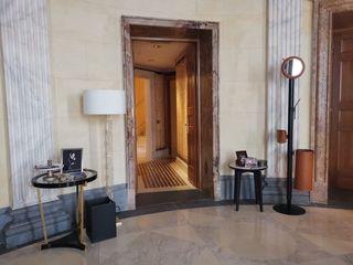 Limac Design Modern corridor, hallway & stairs Glass Grey