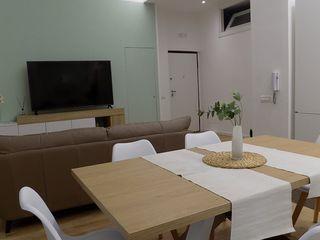 Seven Project Studio Modern living room Wood White
