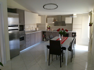 Progetto di Interior Design di una Mansarda Seven Project Studio Cucina attrezzata Legno massello Beige