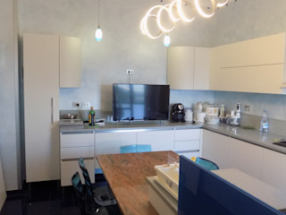 Seven Project Studio Built-in kitchens Wood White