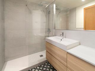 MANUEL TORRES DESIGN Modern bathroom Wood Wood effect
