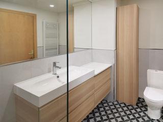 MANUEL TORRES DESIGN Modern bathroom Glass Transparent