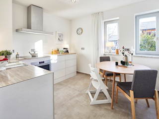 Home Staging Bavaria KitchenTables & chairs Kayu Brown