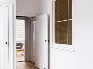 Pure & Original 經典風格的走廊,走廊和樓梯 White