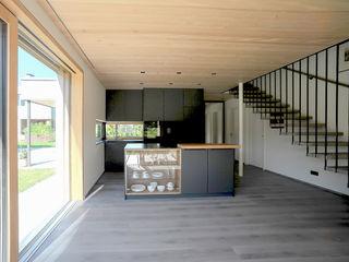 schroetter-lenzi Architekten Small kitchens Engineered Wood Black