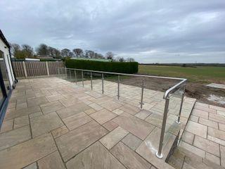 Glass Balustrade and handrail for a customer in Chester Origin Architectural Podwórko Szkło Przeźroczysty