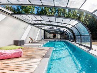 Schwimmbecken 15 x 4/2,50 x 1,5 tief. Swimmingpools Manufacture Moderne Pools