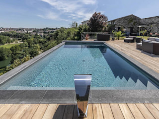 Mitte in der Stadt, am Hang. Swimmingpools Manufacture Moderne Pools