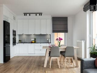 KODO projekty i realizacje wnętrz Pasillos, vestíbulos y escaleras de estilo minimalista