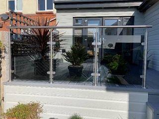 Tinted Glass Balustrade in Crewe Origin Architectural Podwórko Szkło Przeźroczysty