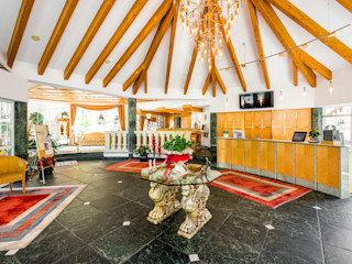 Hall d'albergo - Lermoos Arte 2000 Ingresso, Corridoio & Scale in stile classico Marmo Variopinto