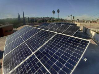 XUSOL Energía Solar Sekolah Modern