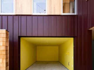 キリコ設計事務所 Garage / Hangar originaux Jaune