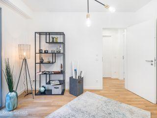 Luxus-Appartementwohnung im Hamburger Hafenbereich wohnhelden Home Staging Minimalistische Arbeitszimmer