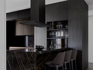 Cucina lineare a scomparsa con penisola in gres TM Italia Cucina attrezzata Legno
