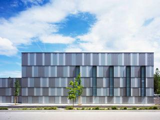 Neubau Logistikzentrum mit Großraumbüro Dannien Roller Architekten + Partner PartG mbB Industriale Bürogebäude
