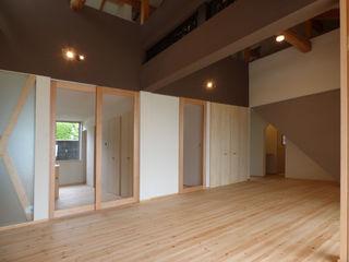 原 空間工作所 HARA Urban Space Factory Asiatische Wohnzimmer Holz
