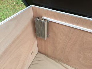 Cucce di design da esterno riscaldate e raffreddate Pet House Design® Giardino d'inverno moderno Legno Marrone