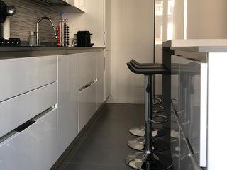 gk architetti (Carlo Andrea Gorelli+Keiko Kondo) Minimalistische Küchen