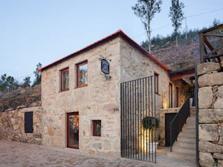 ADAPTEYE Country style house