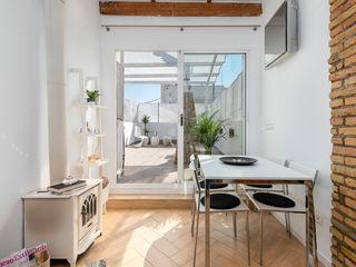 custom casa home staging Ruang Makan Gaya Mediteran