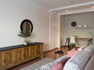 custom casa home staging Ruang Keluarga Gaya Eklektik