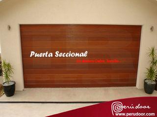 Puertas Automaticas - PERU DOOR Garages & sheds Komposit Kayu-Plastik Brown
