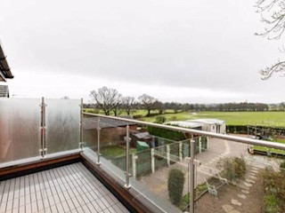 Glass Balustrade Project in Huddersfield Origin Architectural Balkon, weranda i tarasAkcesoria i dekoracje Szkło Przeźroczysty