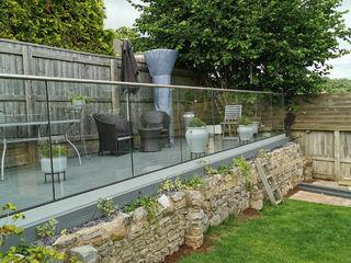 Get the perfect finish for your deck or patio with our Glass Balustrades Origin Architectural Balkon, weranda i tarasAkcesoria i dekoracje Szkło Przeźroczysty