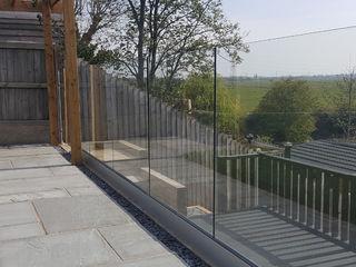 Frameless Glass Balustrade in Blackpool Origin Architectural Balkon, weranda i tarasAkcesoria i dekoracje Szkło Przeźroczysty