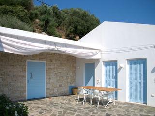 OPA Architetti ミニマルデザインの テラス 石 白色