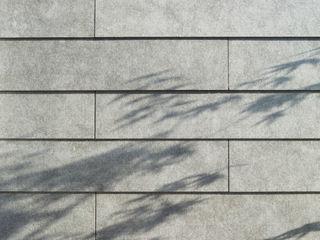 藤原・室 建築設計事務所 Skandinavische Wände & Böden Grau
