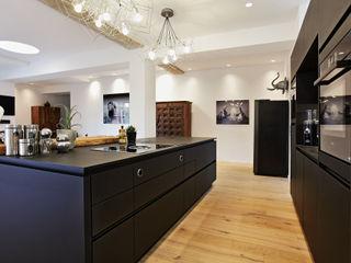 Wohn- & Badkonzepte Built-in kitchens Black
