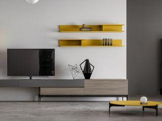 Un tocco di giallo L&M design di Marelli Cinzia Sala da pranzo moderna MDF Giallo