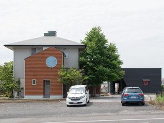 高台の2階リビング (株)独楽蔵 KOMAGURA オリジナルな 家