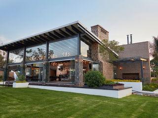 arketipo-taller de arquitectura Country style balcony, veranda & terrace Stone