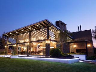 arketipo-taller de arquitectura Country style balcony, veranda & terrace Iron/Steel